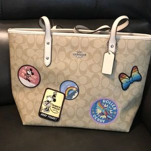 NWT Disney Coach ZIP Tote with Minnie Patches